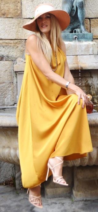 Robe jaune satinée