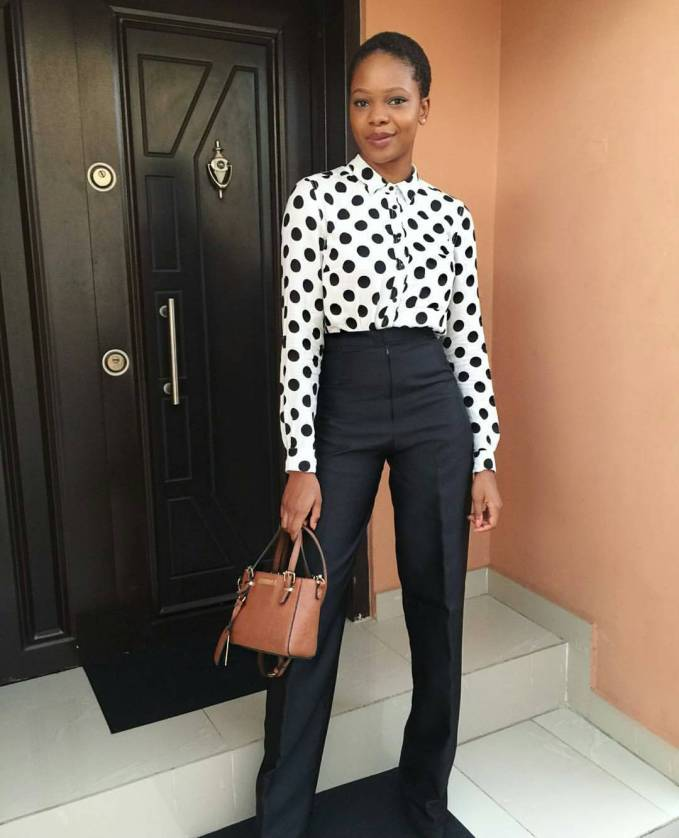You Should Try These Flared Trousers Style To Work!
