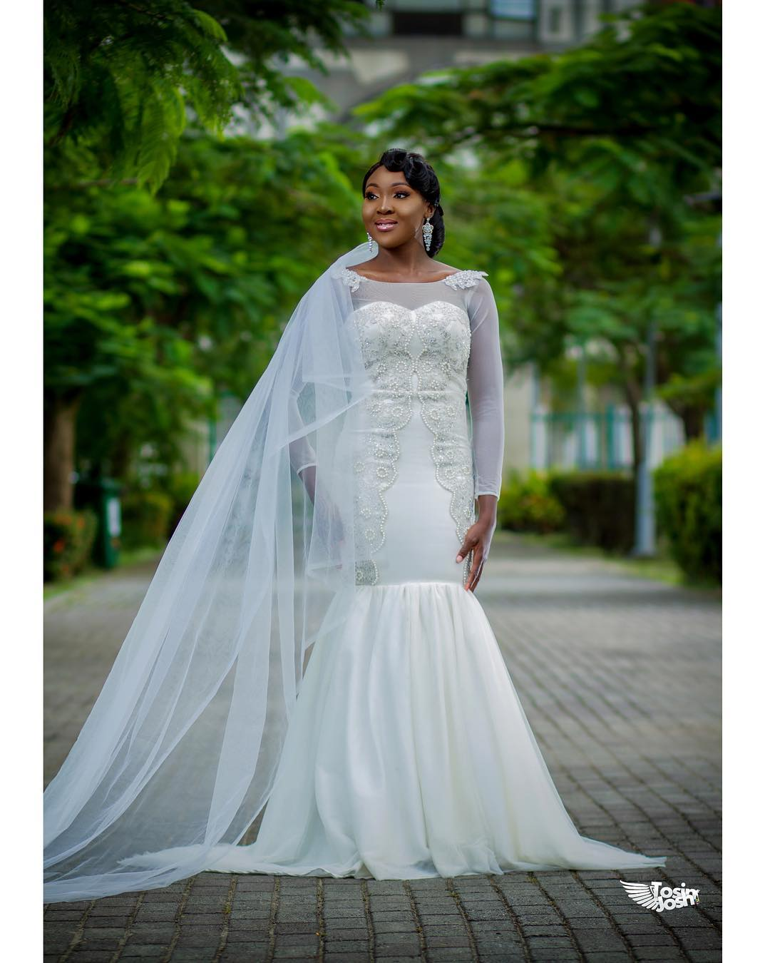 Simple, Elegant Wedding Gowns For 21st Century Brides | A Million ...