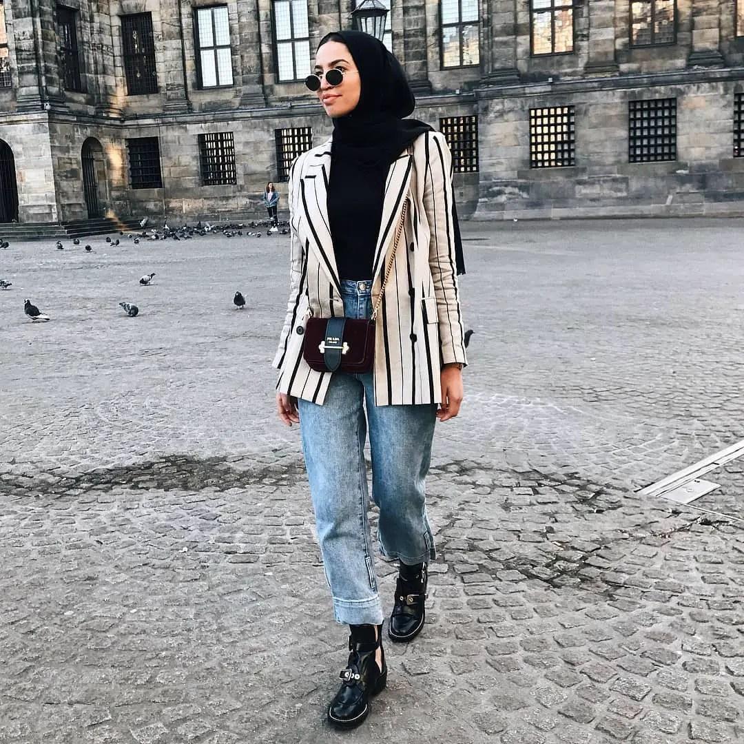 Muslim Women Hijab Styles: Volume 1