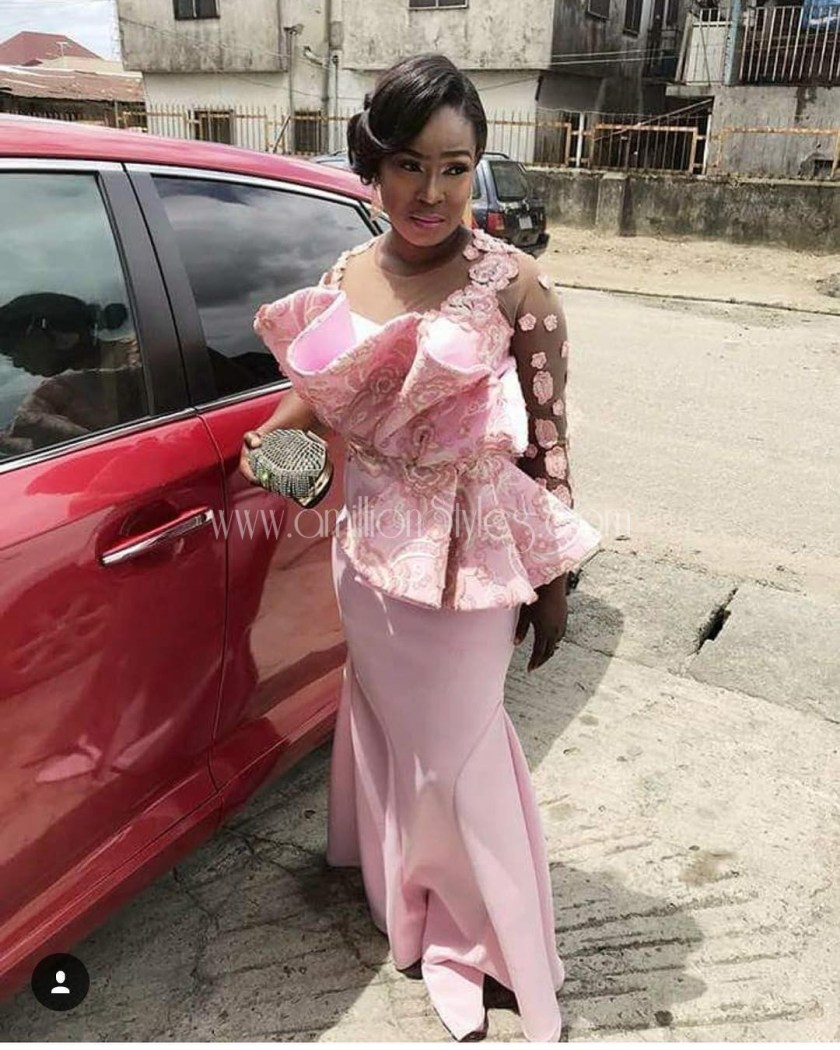 Up Your Asoebi Games With Trendy Lace Asoebi Styles