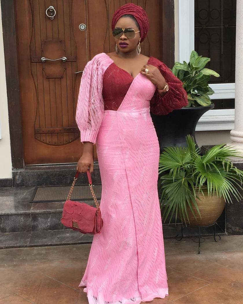 Delectable Asoebi Styles That Will Make Your Body Pop!