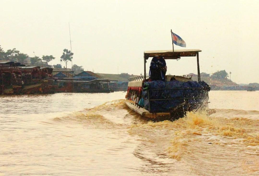 SPEEDBOAT ON LAKE TONLE SAP: AN UNFORGETTABLE CROSSING