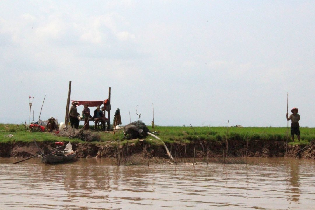Speedboat on lake Tonle Sap