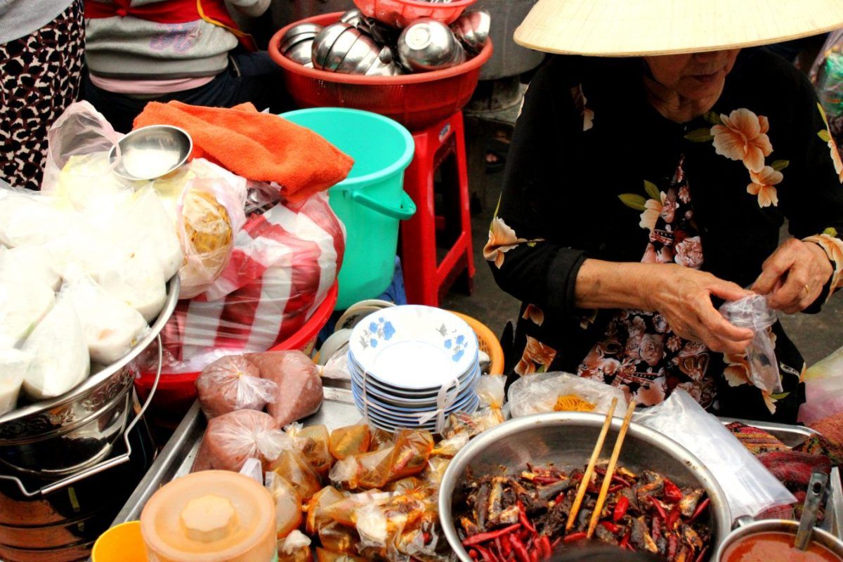 Street food in Cồn Market