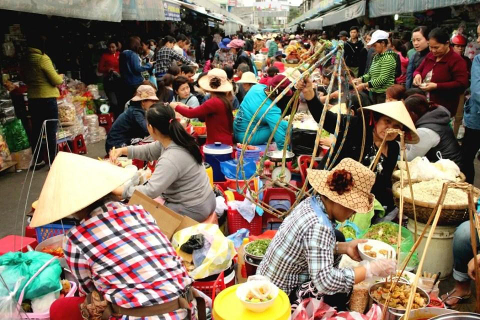 where to eat in da nang con market food court