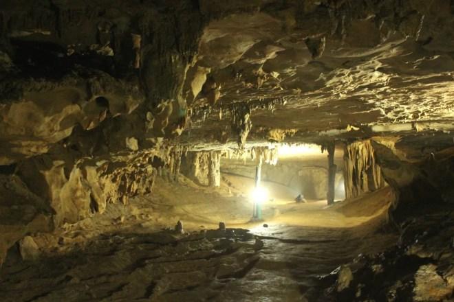 Nguom Ngao Caves