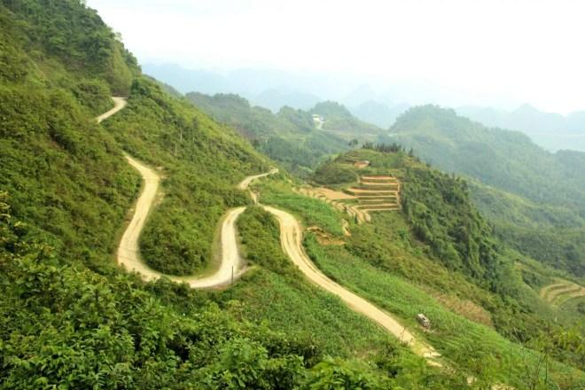 Road to Quan Ba pass