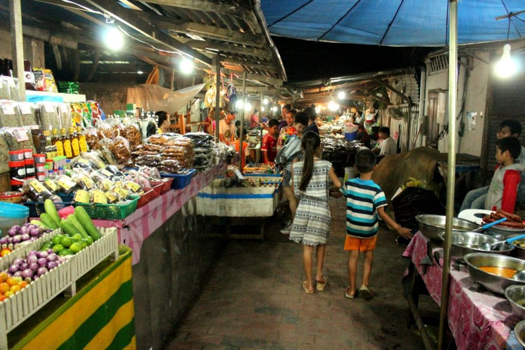 Night market luang prabang cosa fare