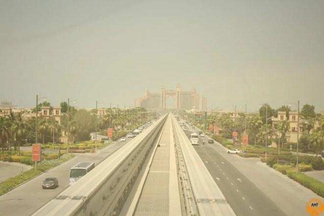 L'immenso Atlantis Hotel in fondo a Palm Jumeirah
