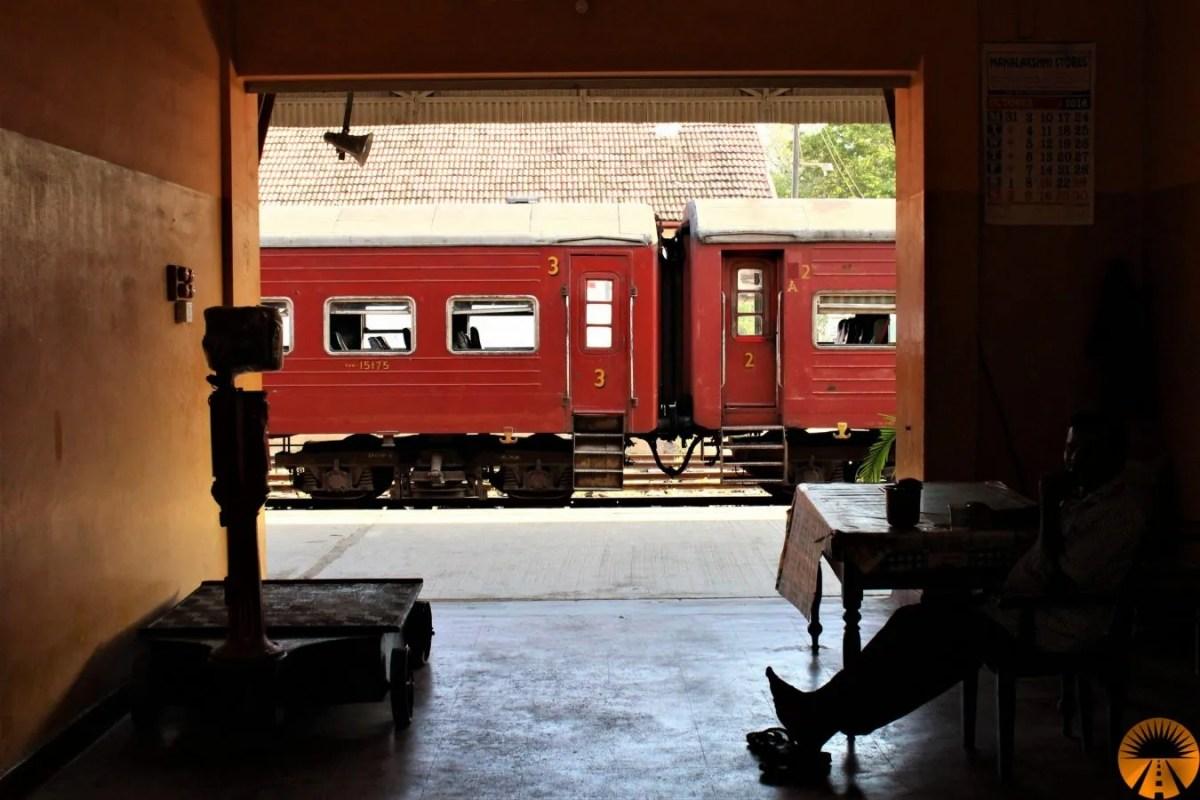 colombo trincomalee bus treno