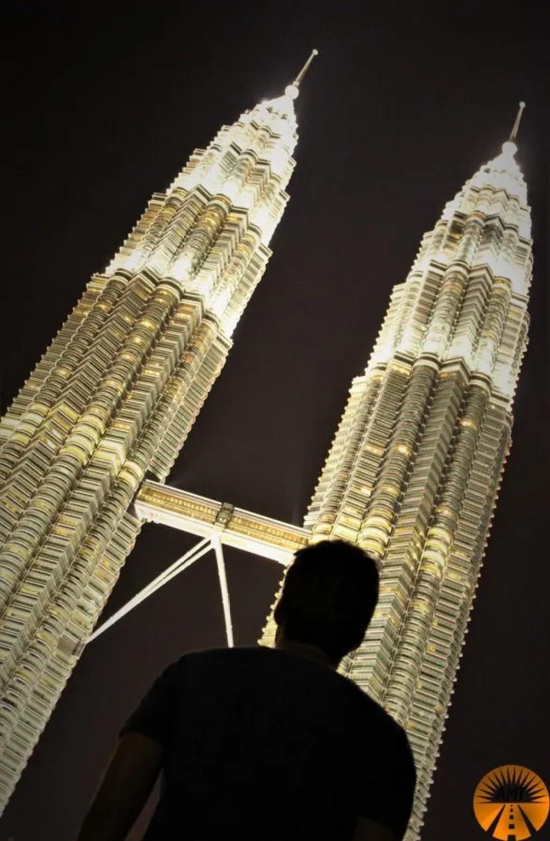 Petronas Towers di notte, Kuala Lumpur, Malesia