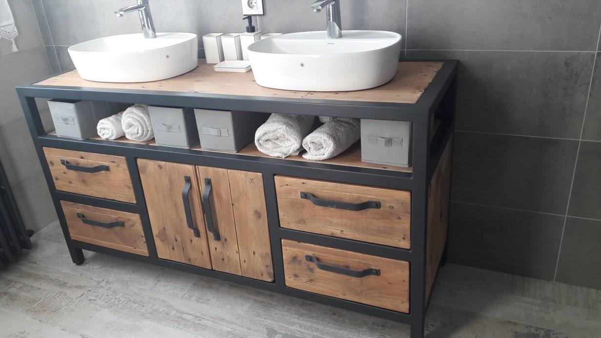 salle de bains industriel bois fer