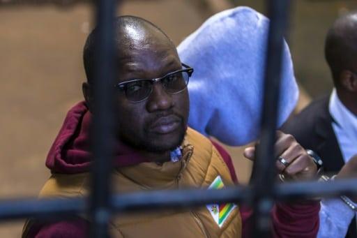 Arrivée de l'opposant politique zimbabwéen, Evan Mawarire, au tribunal d'Harare, le 28 juin 2017.   AFP   Jekesai NJIKIZANA