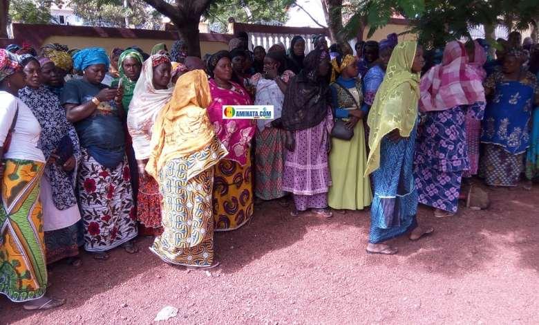 Des femmes vendeuses à Labé