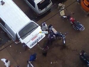L' ambulance funéraire qui a transporté le corps de Mamadou Diène