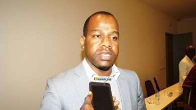 Mouslihou Diallo, en train de faire la présentation de MiloTek Guinée devant un public attentionné