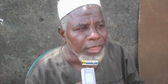 Un vieil homme habitant non loin de la décharge de Dar-salam