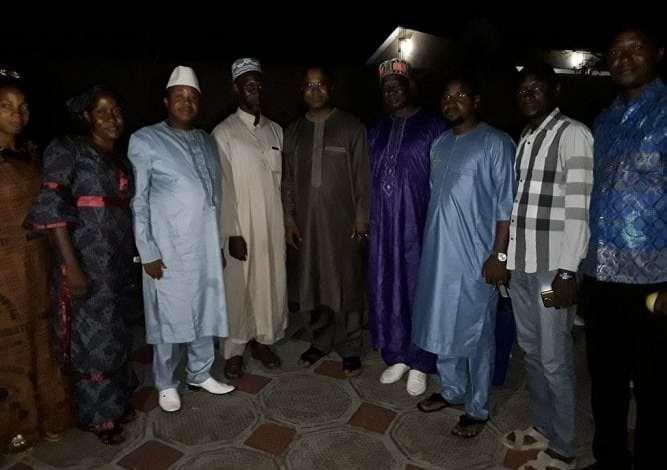 Elhadj Boubacar Diallo entouré de sa famille politique lors d'un déjeuner de rupture à son domicile