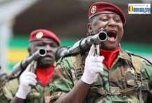 Des soldats africains lors d'un défilé militaire