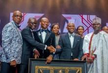 Lors de la soirée spéciale 'UBA CEO Awards' et de la présentation d'œuvres d'art à Oba Ogunwusi dans le cadre de la célébration du 70e anniversaire de la banque à Lagos le 27 avril.