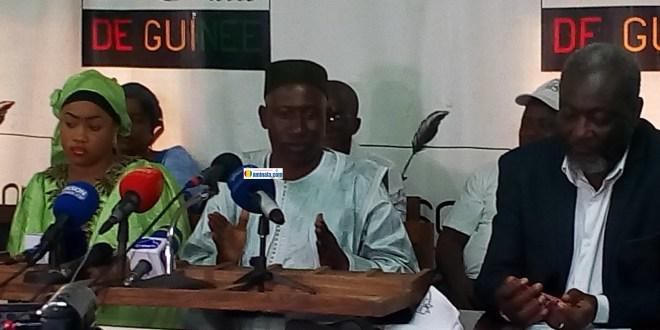 Alhousseiny Makanera Kaké lors d'une conférence de presse pour annoncer le lancement de la campagne pour une nouvelle constitution