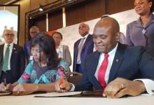 De gauche à droite, Ahunna Eziakonwa, Directrice régionale du PNUD pour l'Afrique; Tony Elumelu, Promoteur de la Fondation Tony Elumelu