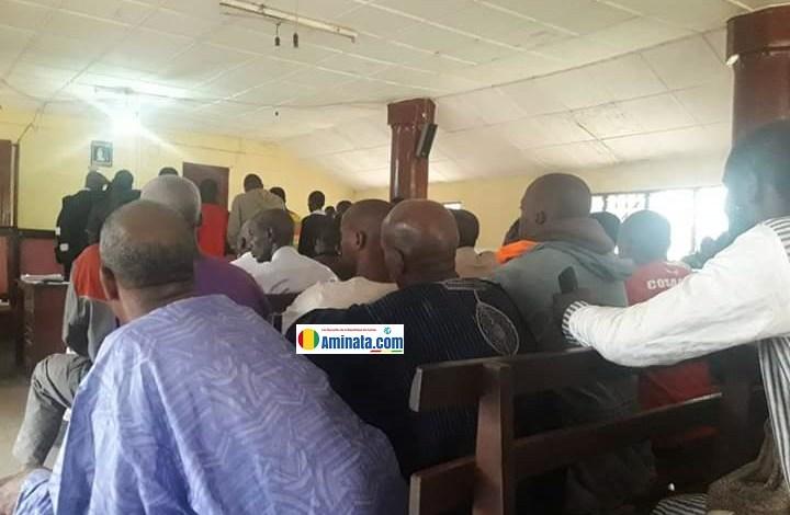 Dans la salle du tribunal de première instance de Labé lors du procès des manifestants arrêtés le 14 octobre 2019