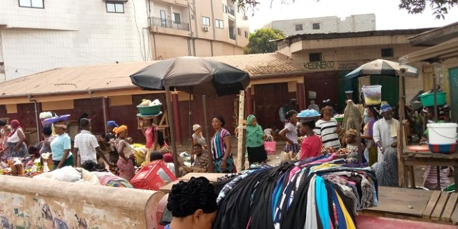 Au marché de Koloma