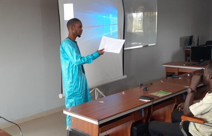 Dans une salle de classe de l'université Al-Eamar