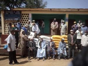Remise des denrées alimentaires en prélude du mois de ramadan (Une opération organisée par l'Association de la diaspora de Koumbia)