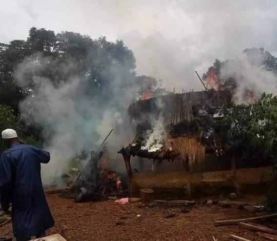 Un feu d'origine mystérieuse ravage plusieurs cases à Daralabé