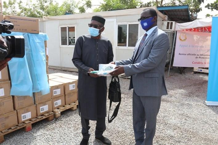 Riposte Ebola, UNICEF remet des équipements de protection individuelle d'un coût total de 3 024 000 000 GNF à l'ANSS
