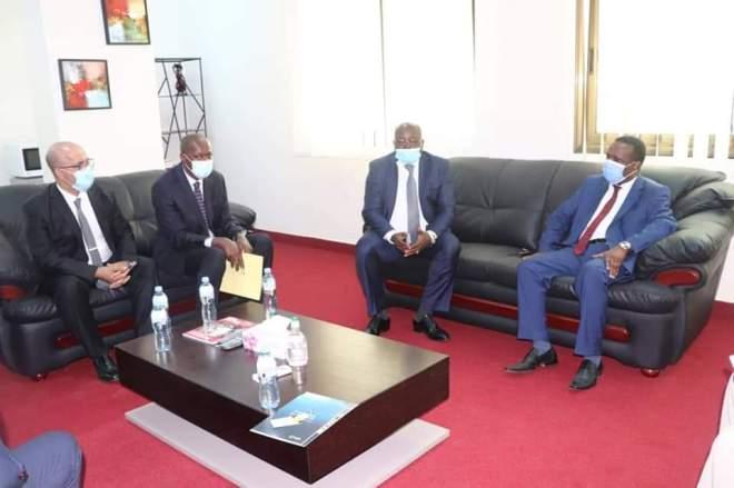 Aboubacar Sylla, M. Moussa Cissé, Directeur Général de GUICOPRES/BTP et M.Bruno Alligier PDG