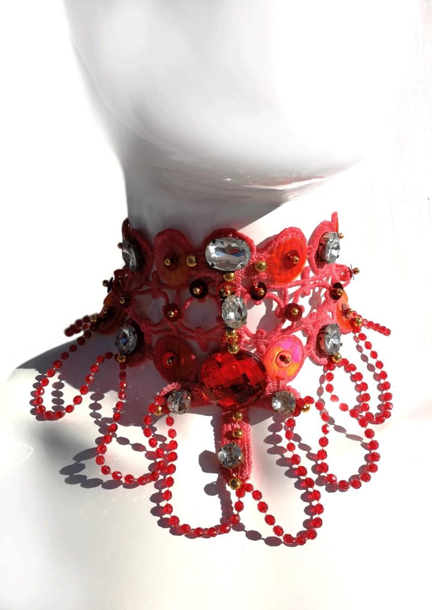collare-rosso-perline