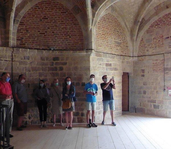 un groupe de visiteurs