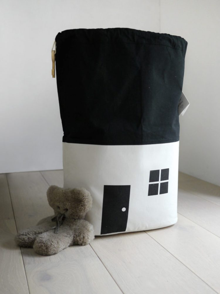 rock-and-pebble-house-storage-bag-toy-storage-laundry-bag-organic-cotton-canvas-black-and-white-open-768x1024