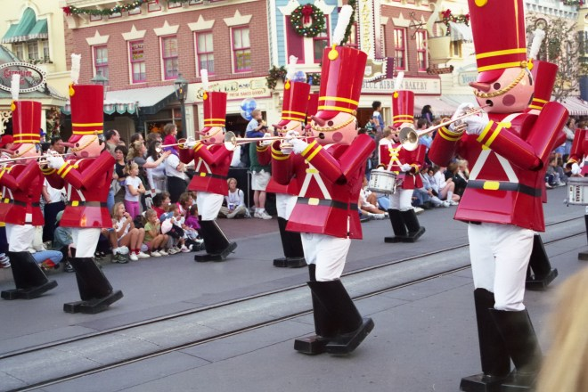 Disneyland: Christmas Parade