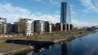 EZB und Mainufer im Ostend