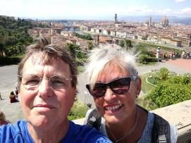 Frankfurter vor dem Florenzpanorama