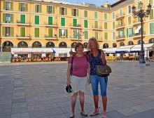 Plaza Major am Abschiedstag, Ines und Ingrid
