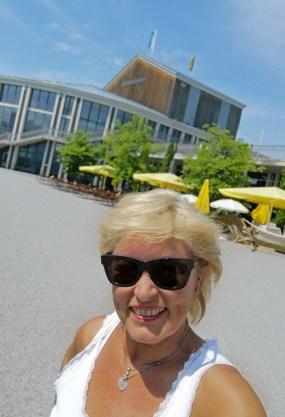 Am König-Ludwig-Festspielhaus