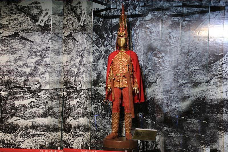 """""""Златниот човек"""" од Казахстан во Археолошкиот музеј во Скопјe"""