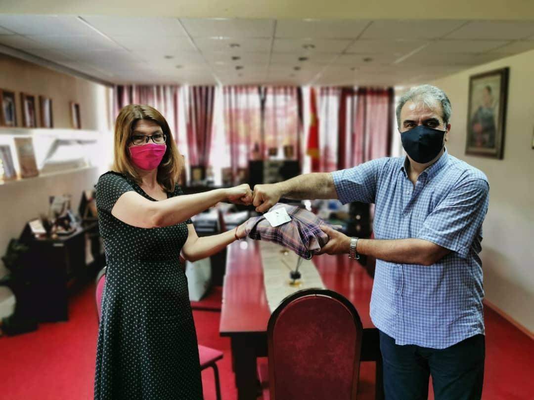 Донирани зашитни маски од Националната опера и балет