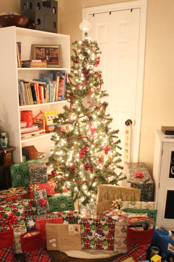 Christmas tree with wrapped gifts below
