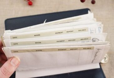 The Dave Ramsey envelope system has helped millions, but it's flimsy paper leaves a lot to be desired. See my no sew alternative that cost less than $1!