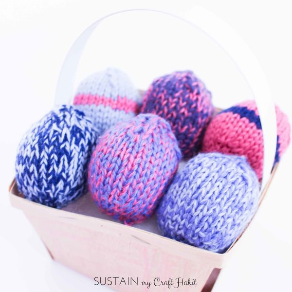DIY knitted easter eggs yard pattern