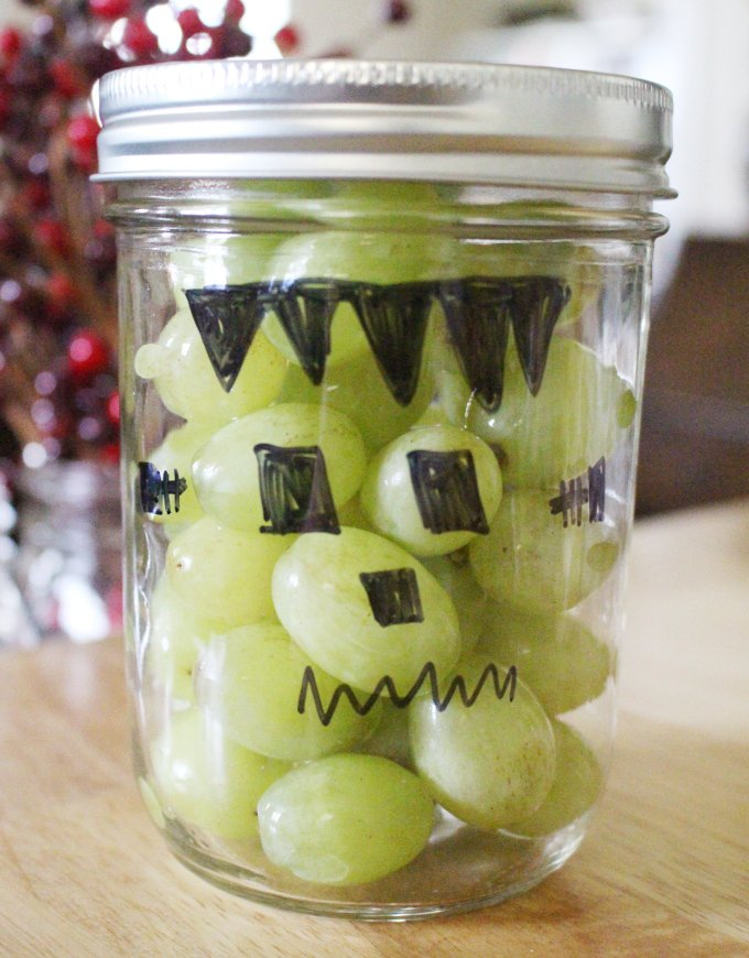 These easy Healthy Halloween Treats can be ready in just a few minutes so you can keep that fun Halloween spirit alive without all the seasonal sugar!