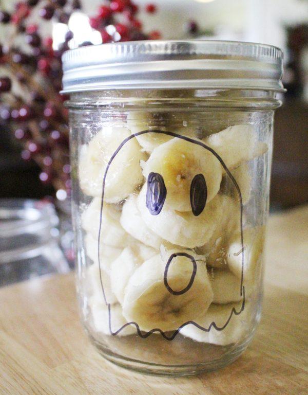 Healthy halloween snacks - Banana Ghost