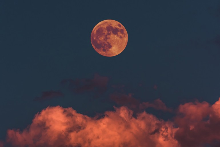 weekly horoscope, moon during sunset